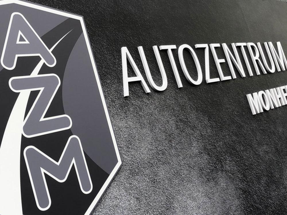 Schild mit 3D-Elementen und Digitaldruck
